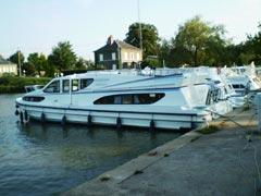 Auf dem Loire-Seitenkanal mit der Magnifique.